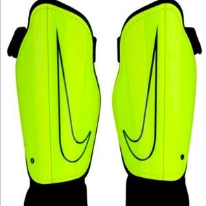 Nike Charge Soccer Guards/Adult Unisex Green (M)